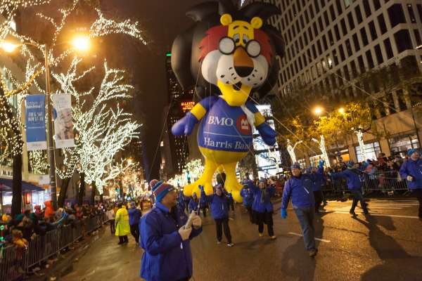 Volunteer for the BMO Harris Bank Magnificent Mile Lights Festival